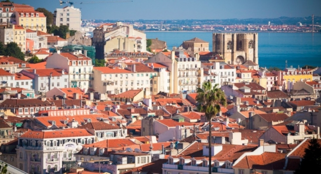 Lisbon – locals, walks and tapas
