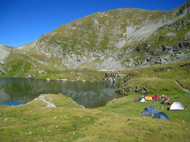 Camping and barbequing in the mountain area