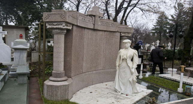 The mystery Lady with the umbrella from Bellu Cemetery