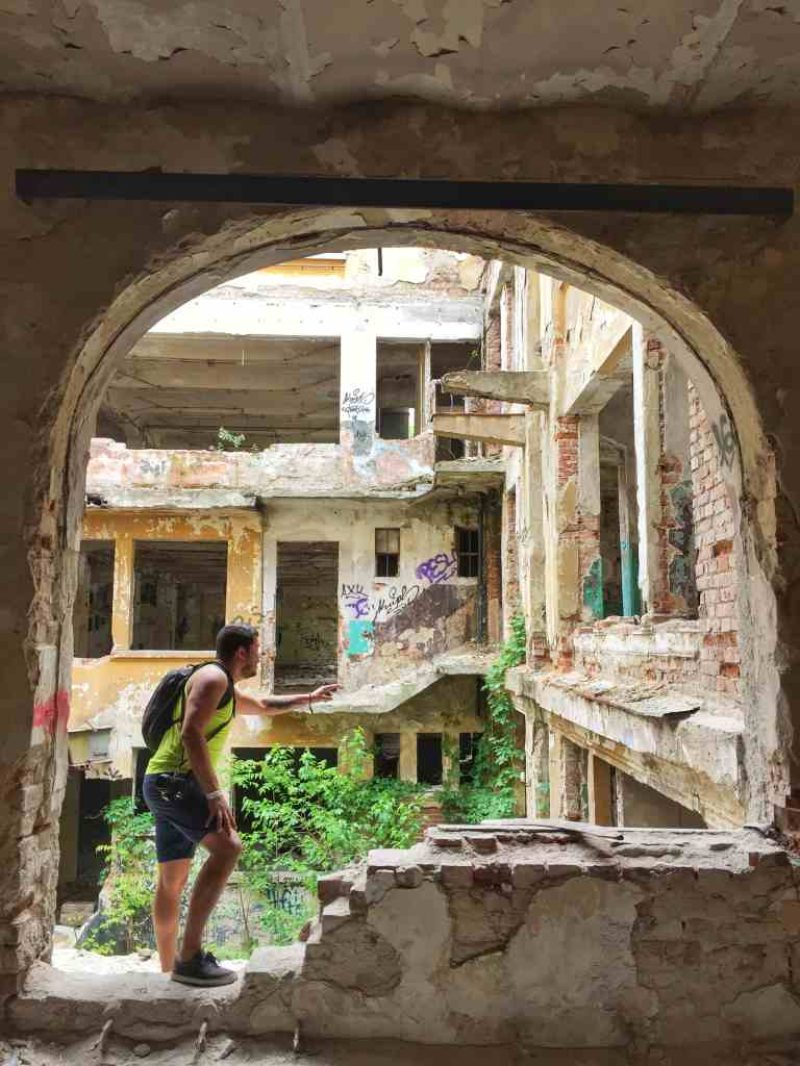 Beautiful Decay Tour – Experience Bucharest